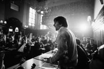 Robert Lebeck, Rudi Dutschke, Wortführer der deutschen Studentenbewegung, bei einer Rede in der Prager Karls-Universität, 3. April 1968, © Archiv Robert Lebeck