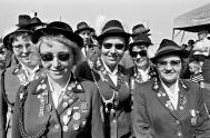 Robert Lebeck, Auftakt zum Schützenfest, Wolfsburg, 22. Juni 1968, © Archiv Robert Lebeck