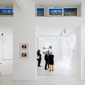 Olaf Pilz zeigt in seinem temporären Ausstellungsraum RAUMSECHS Architektur und Landschaft, Foto: © 2018 k.enderlein FOTOGRAFIE, mit Arbeiten von Anett Frontzek, Ruth Hommelsheim, Oster+Koezle, Evelina Velkaite und Sabine Wild
