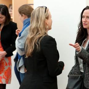 Museum Kunstpalast Düsseldorf, Black+White - Von Dürer bis Eliasson, Die beiden Kuratorinnen Lelia Packer, ganz links, und Jennifer Sliwka, ganz rechts, Foto: © 2018 k.enderlein FOTOGRAFIE