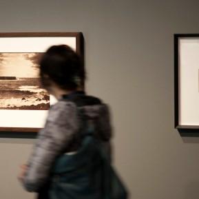 """Museum Kunstpalast Düsseldorf, Black+White - Von Dürer bis Eliasson, """"Die große Welle, Sète"""" Albumindruck von zwei Kollodium-Nassplatten-Negativen von Gustave Le Gray aus dem Jahre 1856, links, Foto: © 2018 k.enderlein FOTOGRAFIE"""