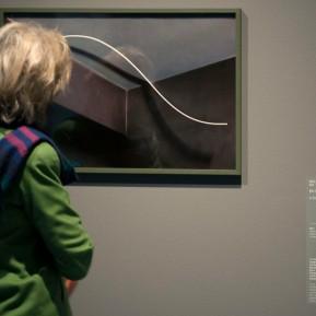 """Museum Kunstpalast Düsseldorf, Black+White - Von Dürer bis Eliasson, """"Ein Streifen in Architektur II"""" von Atit Sornsongkram, Inkjet-Print von 2016, Foto: © 2018 k.enderlein FOTOGRAFIE"""