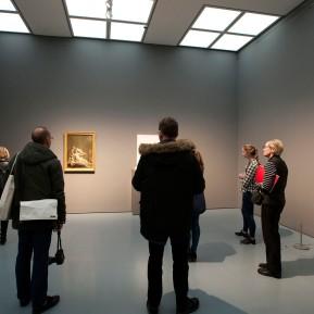 Museum Kunstpalast Düsseldorf, Black+White - Von Dürer bis Eliasson, BesucherInnen in einem Saal mit Werken aus dem 18. Jahrhundert, Foto: © 2018 k.enderlein FOTOGRAFIE