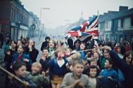 Robert Lebeck, Demonstration protestantischer Kinder gegen die britische Armee, Belfast, Ende 1968, © Archiv Robert Lebeck