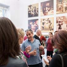 Ausstellungseröffnung Bertram Rutz - Dark Passage/Unlimited, Bildmitte: Rainer Rehfeld, Fotograf und Galerist © 2018 k.enderlein FOTOGRAFIE