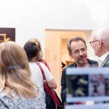 Ausstellungseröffnung Bertram Rutz - Dark Passage/Unlimited, Bertram Rutz im Gespräch mit Prof. Dr. Peter Tepe, rechts im Bild © 2018 k.enderlein FOTOGRAFIE