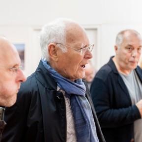 Ausstellungseröffnung LANDUNG AUF EINEM PLANETEN - Fotografien von KARL LANG, im Gespräch mit BesucherInnen © 2018 k.enderlein FOTOGRAFIE